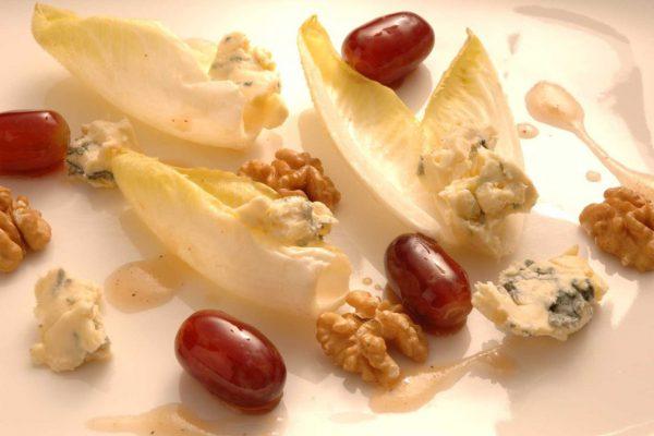 Chicoréesalat mit Blauschimmelkäse und meinDressing APFEL